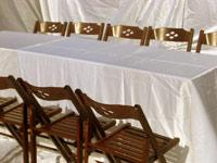 שולחן ל12 סועדים עם כיסאות עץ