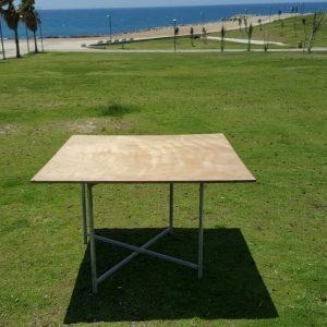 שולחן מרובע 120X120 להשכרה לאירוע